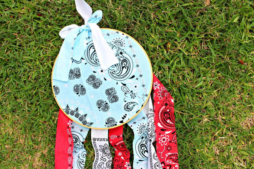 30 Min Craft for the Fourth of July- DIY Bandana Dream Catcher! Makes the Best Patriotic Decor!