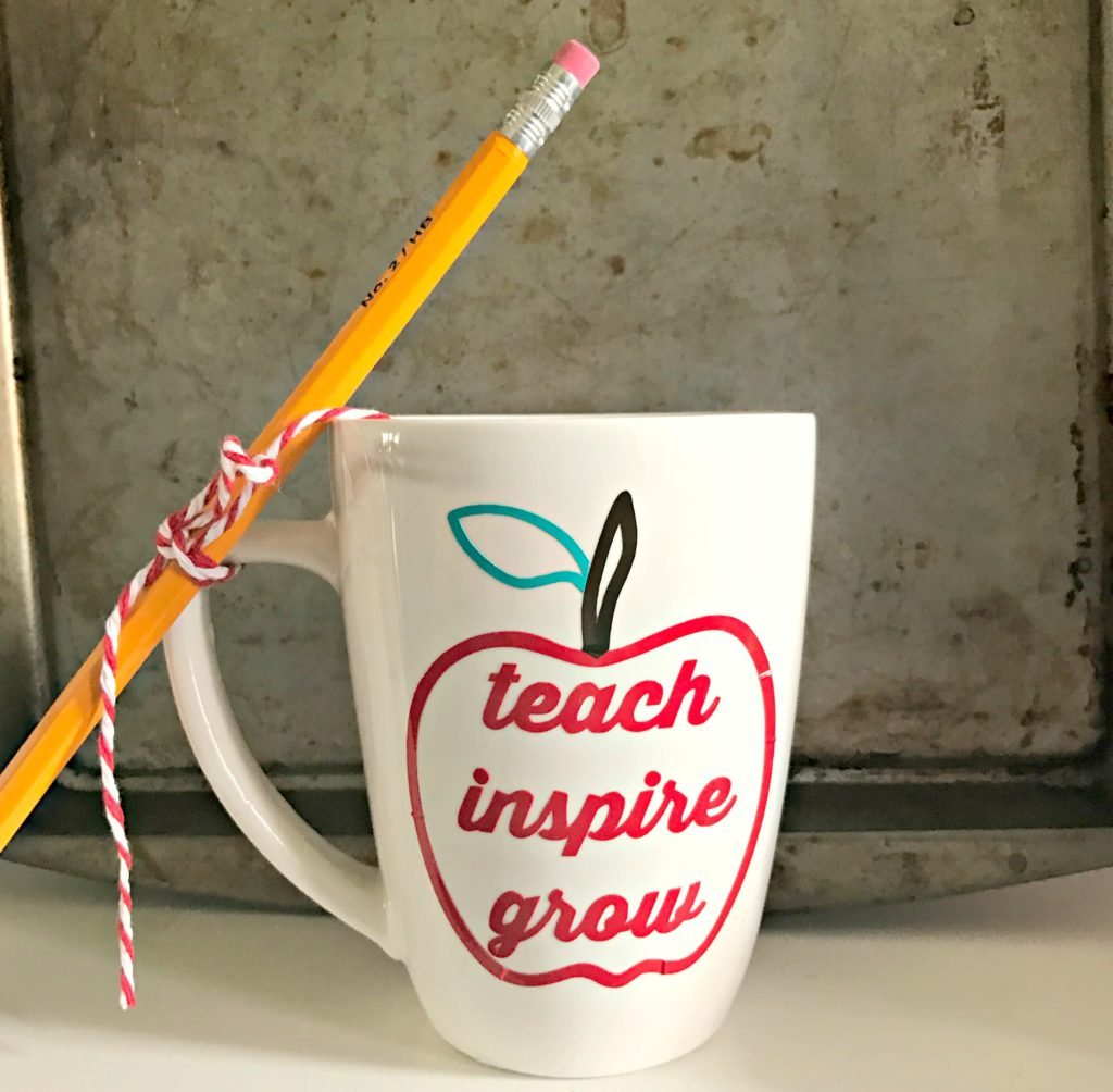 DIY Vinyl Teacher Mug for Teacher Appreciation Week!