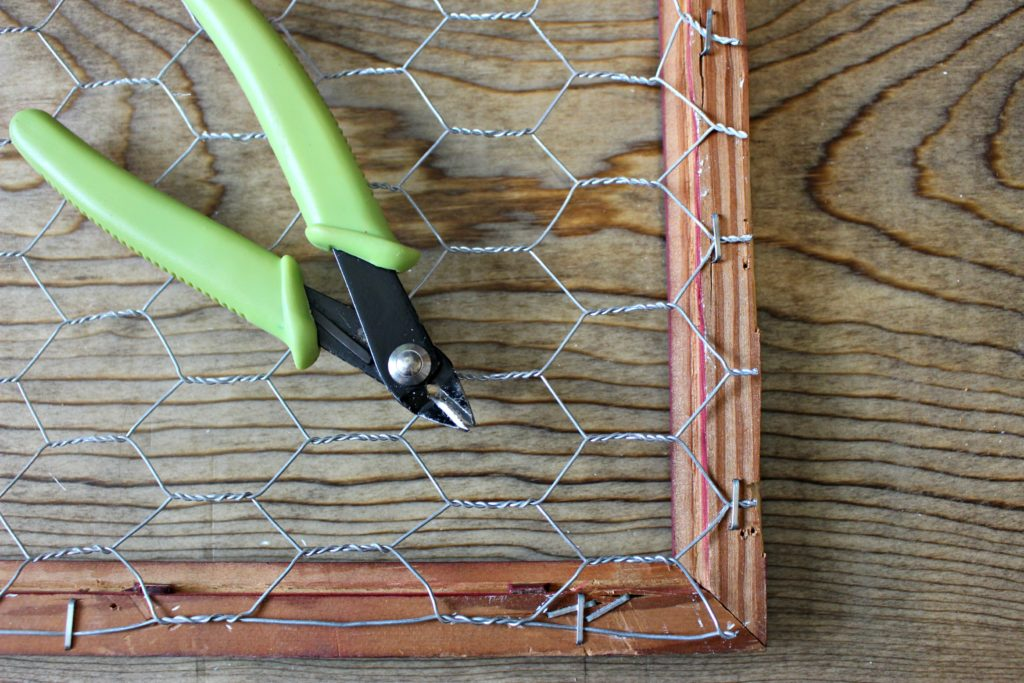 Make a DIY Chicken Wire Frame to add to your farmhouse decor or prep a dorm room!