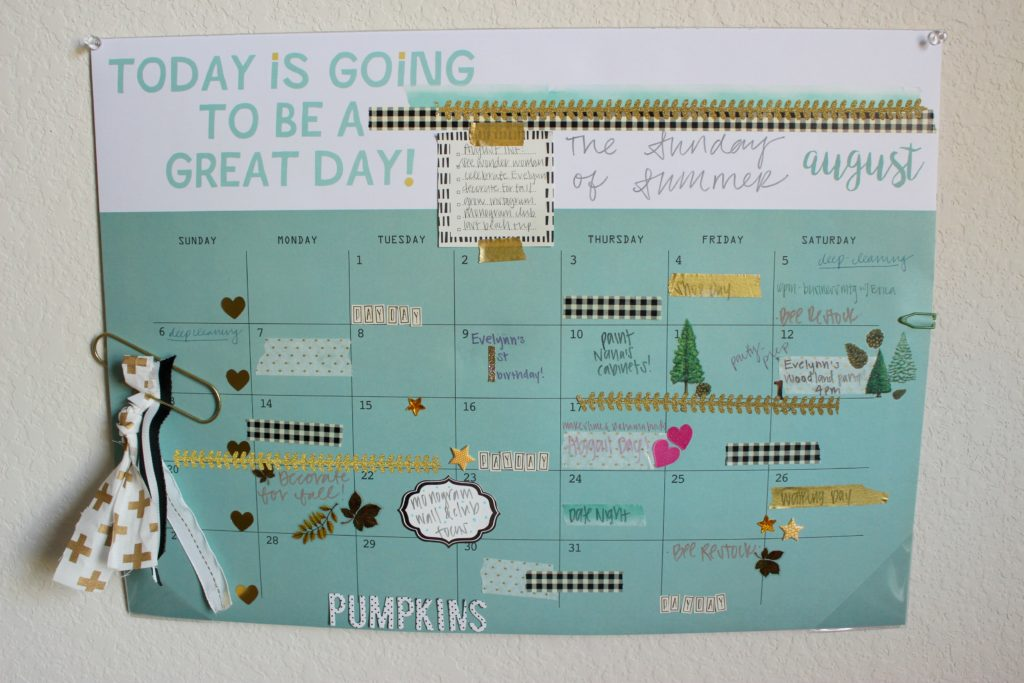 Love the Scrapbook Planner look, but don't have the time or resources? Use a Desk Calendar to decorate 1 month at a time! #PilotYourLife #Ad