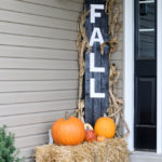 12 Ways to Use Hay Bales for Fall Decor!