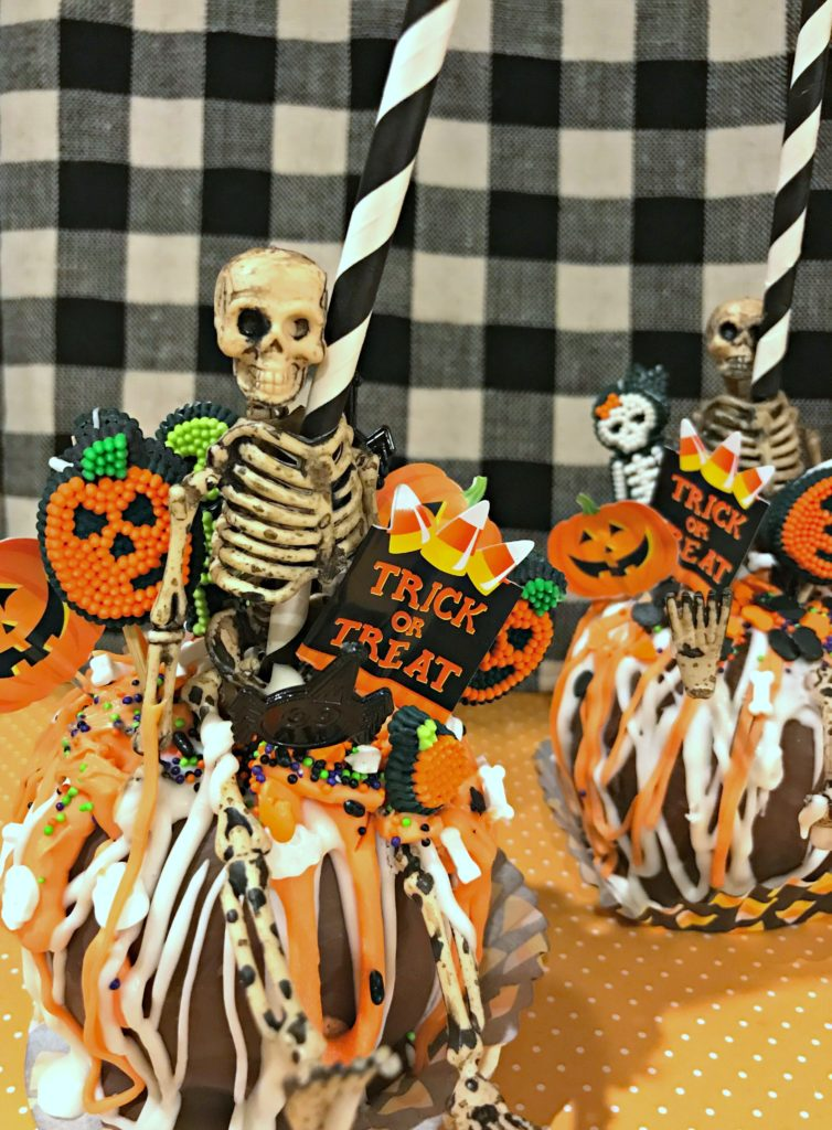 Over the Top Caramel Apples that You have to Make for Halloween!