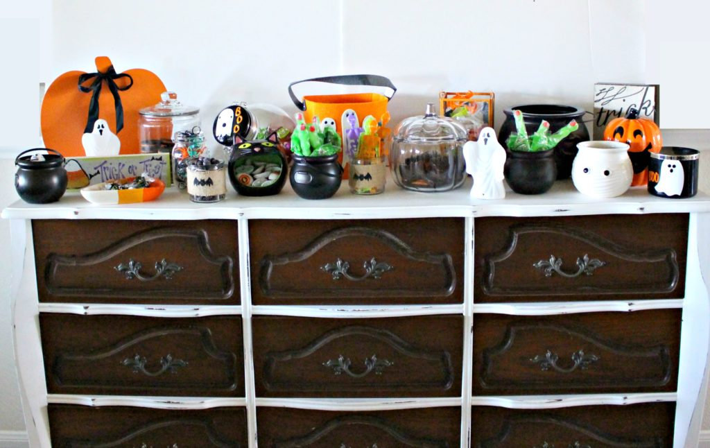 Set up a Halloween Candy Bar for all of you guests! See the LIVE tutorial here!