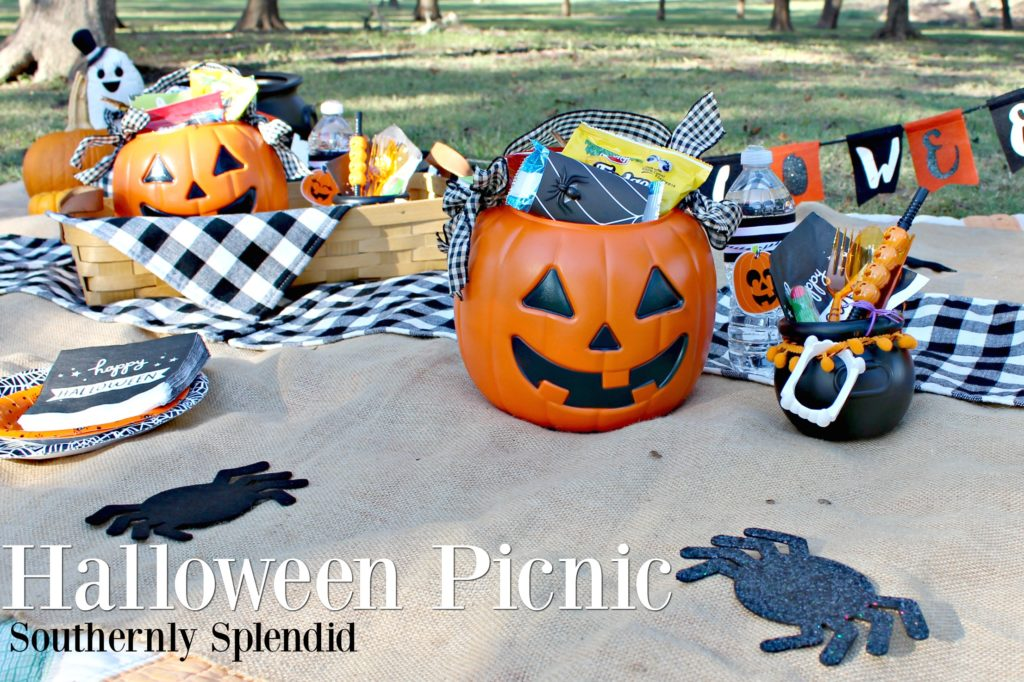 Host a Spooky Halloween Picnic this Year! I've got all the tips & tricks you need for a faboolous time! #AD #SnackItAndPackIt #SeasonalSolutions