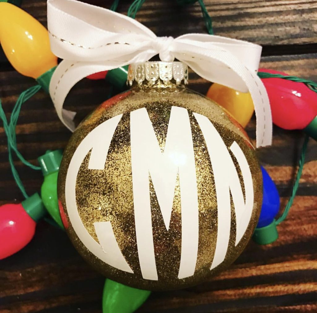 How to Make Glittered Ornaments with Mopping Solution! This is a great Christmas craft for a Group of Girls! #ChristmasOrnaments