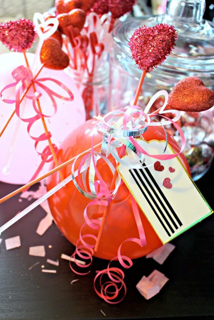 Make These Balloon Candy Bouquets for Your Valentine! #ValentinesDay #ValentinesGift
