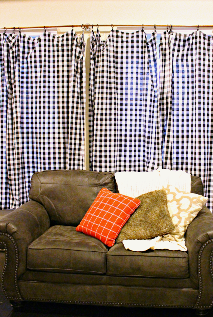 How to DIY Curtains for CHEAP from Tablecloths! #DIY #HomeDecor #Curtains #Gingham