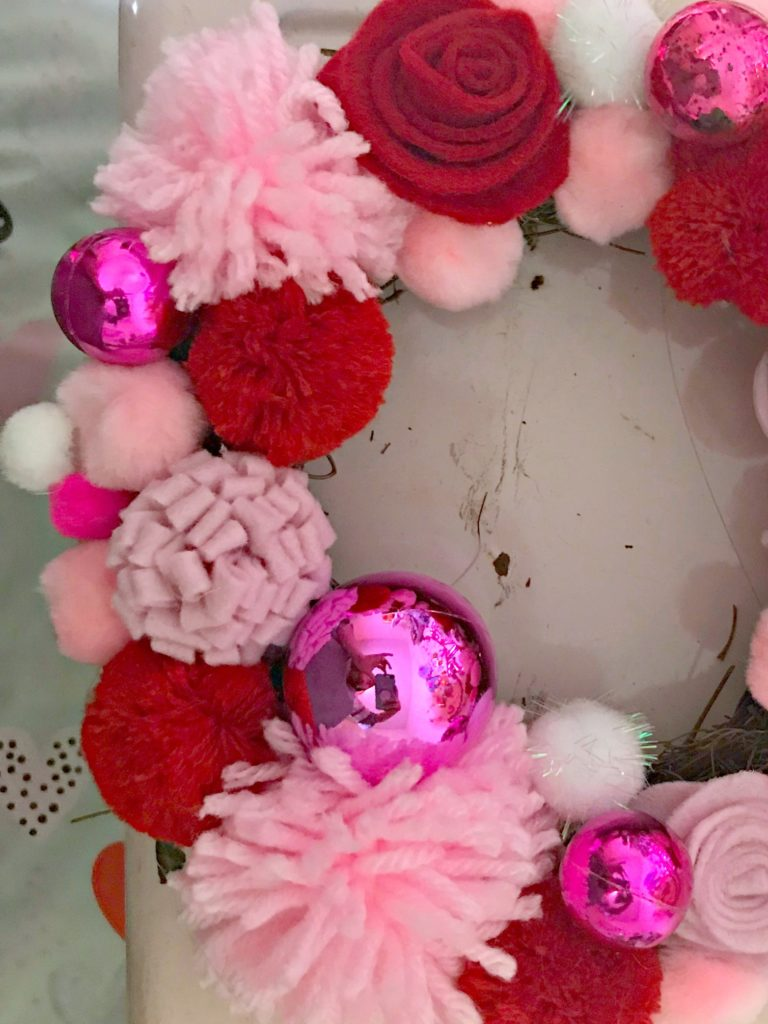 Make this Adorable Valentine's Day Wreath! How to make the wreath + how to make pom-poms & felt flowers!