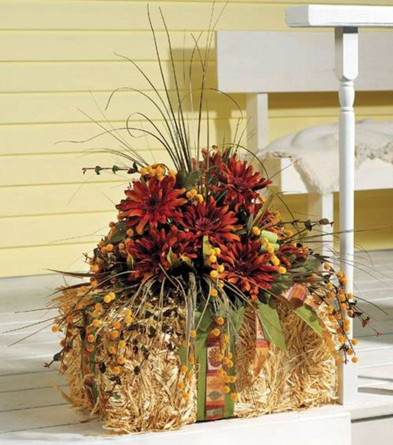 12 Ways To Use Hay Bales For Fall Decor