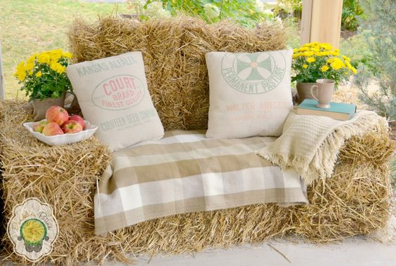 12 Ways To Use Hay In Your Fall Decor This Year